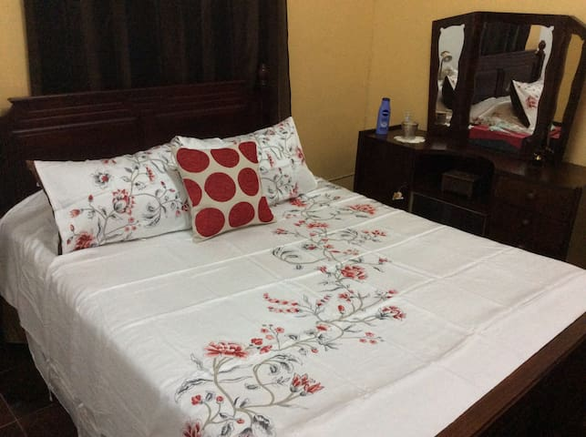 ROOM IN FAMILY HOUSE! - Vacoas-Phoenix - House