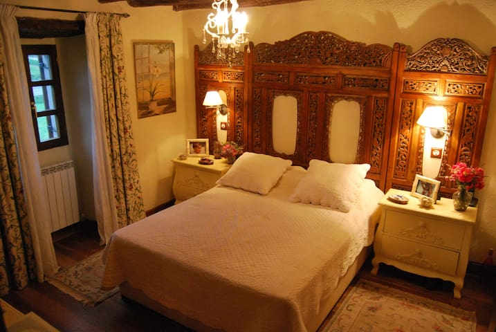 Casa Ayalesa. Habitación doble con baño + desayuno - Menagarai - Дом