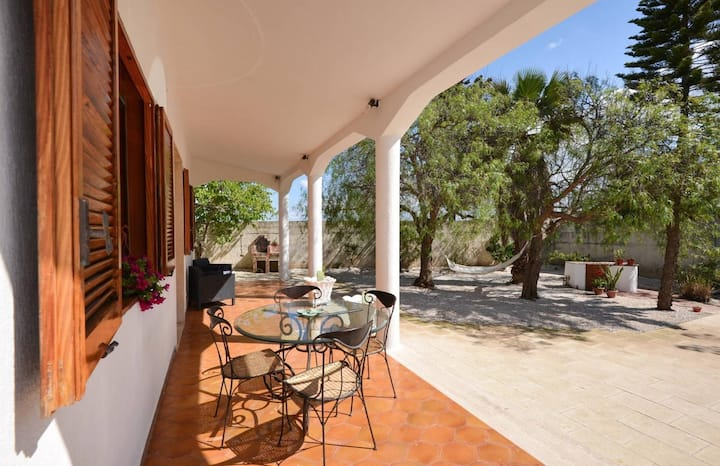 Villa 7 min walk from the beach in Torre Chianca