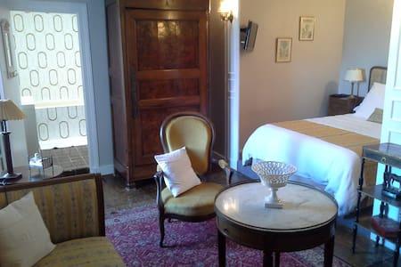Le Logis de RUELLE, chambre jaune - Ruelle-sur-Touvre