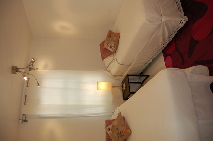 Delano Pink Room - Noyac Zen House - Southampton - Bed & Breakfast