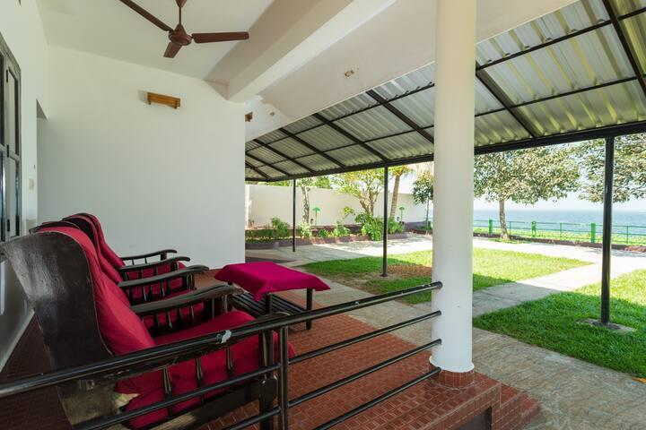 Lakefacing Family AC Cottage In Kumarakom 4 Adults