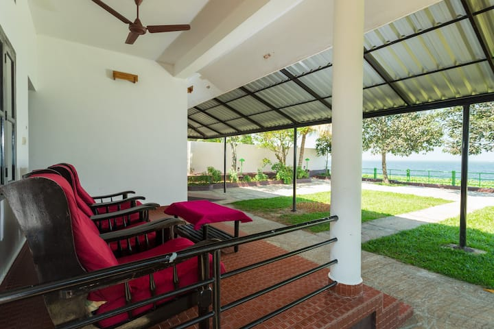 Lakefacing Family AC Cottage In Kumarakom 4 Adults