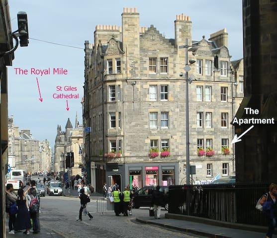 Royal Mile apt, just 1 min from Edinburgh Castle!