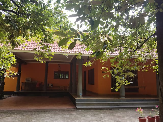FULL VILLA WITH 3 ROOMS, HALL,DINING & KITCHEN - Ernakulam - Gästehaus