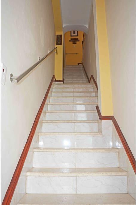 Escaleras hacia la casa / Stair to the house