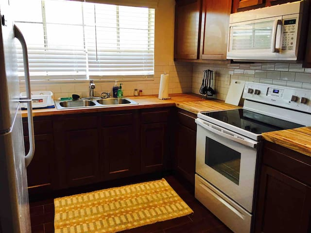 The Acosta: Remodeled Apartment Near River - A+!
