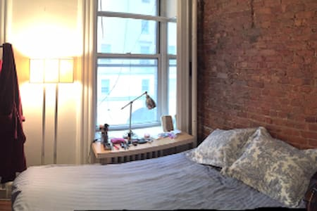Large Exposed Brick 1BR in Midtown