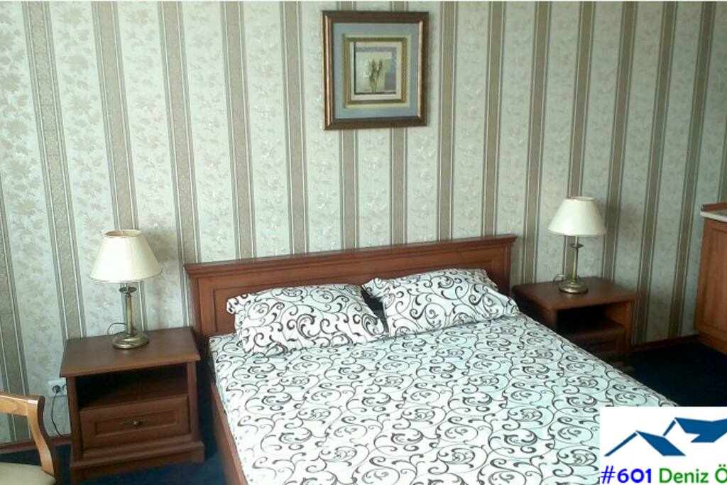 Bedroom with twin bed