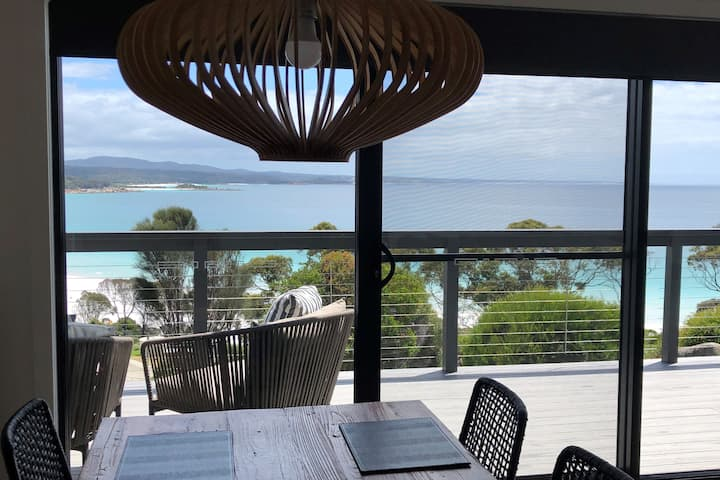 MOONRISE BINALONG BAY Stunning views - Brand New