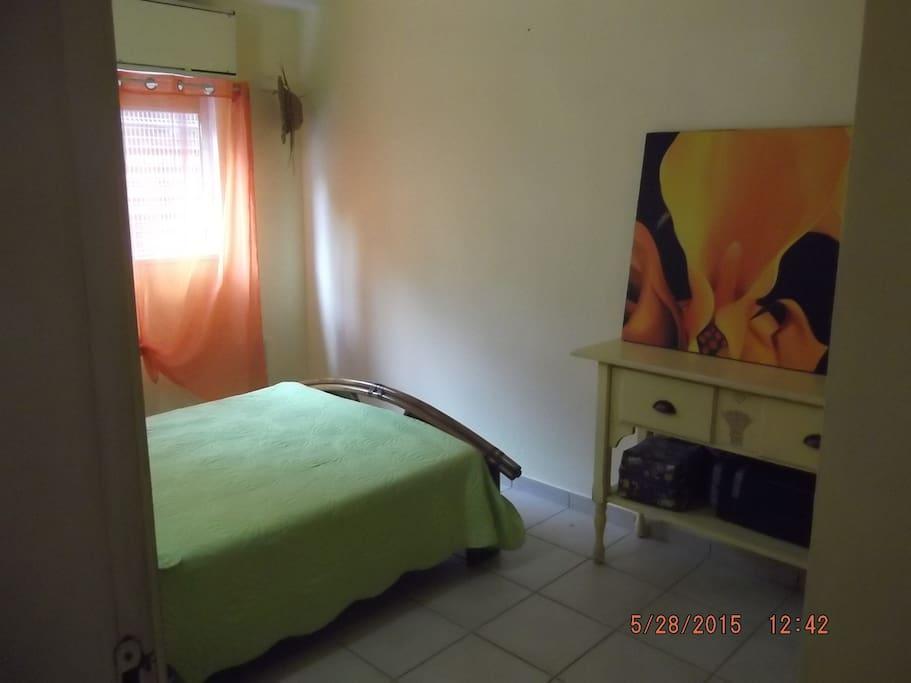 Chambre climatiser avec vrai Lit 2places/grande armoire,fenêtre