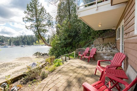 BEAUTIFUL WATERFRONT STUDIO SUITE - North Vancouver - House