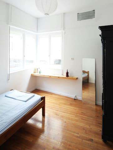 Window to city life - Αθήνα - Apartamento