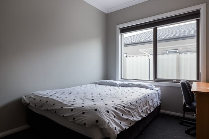 Private room only $40/night - Pakenham