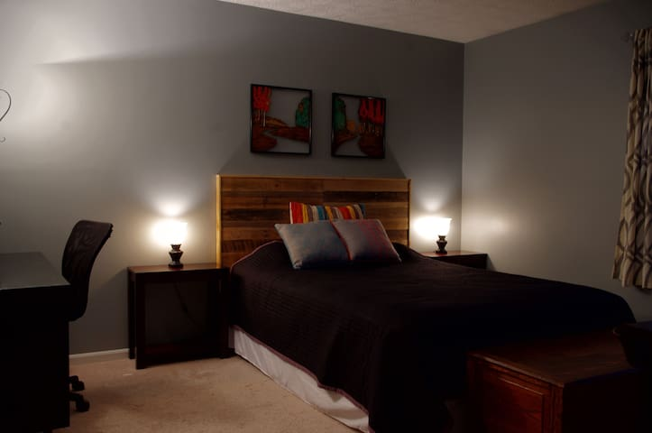 Master Suite - Your Home Away From Home - Indianapolis - Maison
