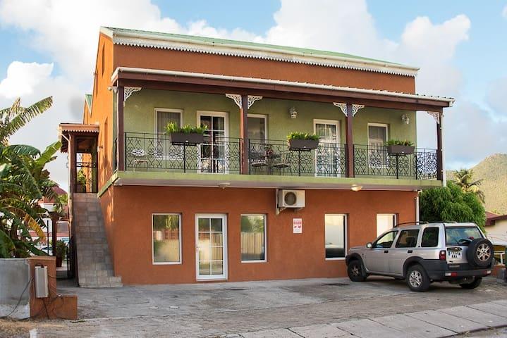 Cozy 3 bedroom Apartment with balcony