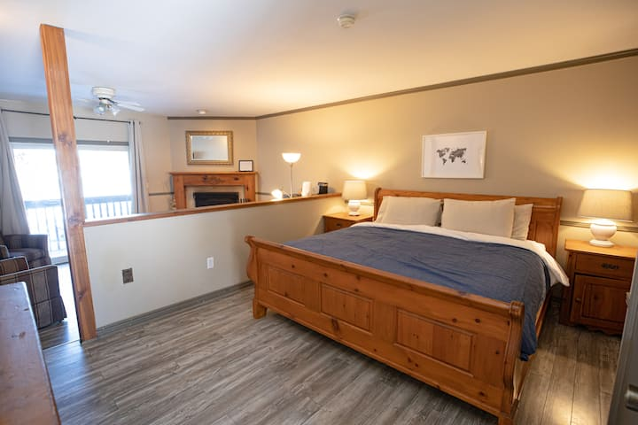Lakeside King Suite