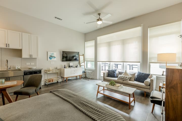 Stunning Studio In Greenville With Amenities!