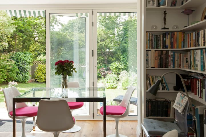 Modern bright room in contemporary house - Londres - Bed & Breakfast