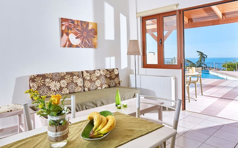 Cozy pool front apartment with sea view (Green) - Agia Pelagia  - Apartemen