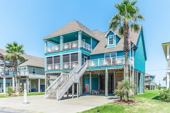 New listing! Three-story beach getaway w/ Gulf of Mexico and Intracoastal views