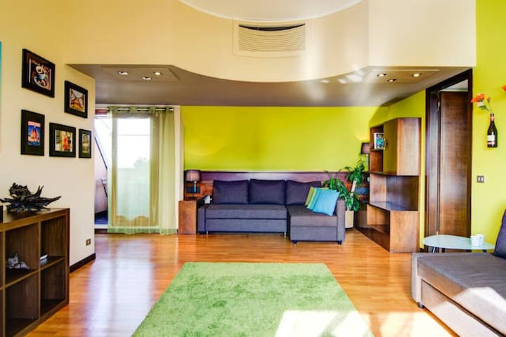 ELEGANT ATTIC 4 STOPS FROM DOWNTOWN - Milano - Apartment