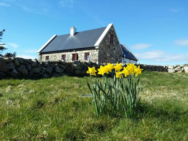 Artistic Cottage Retreat Connemara - Kilkieran - Casa
