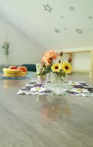Wunderschönes 1 Zimmer Appartement - Kolitzheim - Ház