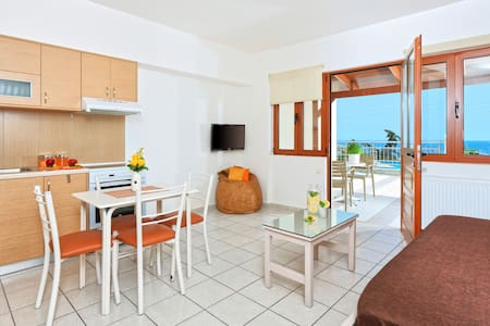 Cozy pool front apartment with sea view (Orange) - Heraklion  - Flat