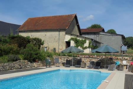 La Maison Bourboulou, Limousin. - Segonzac - Huis