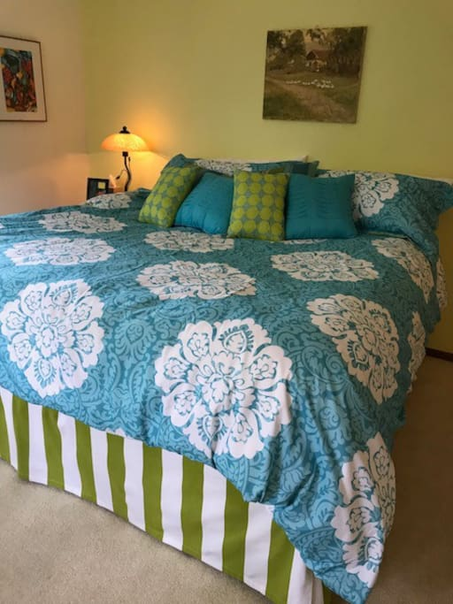 Oaks 1: Unbelievably comfortable California King bed