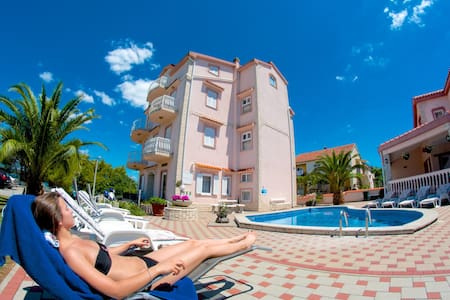 Apartment A2 for 6 in Vila Kruna