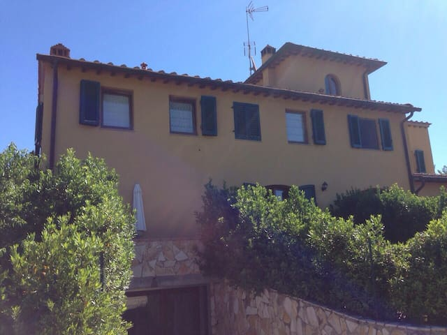 Beautiful Apartment in Tuscany (15mins - Florence) - Falciani - Lejlighed