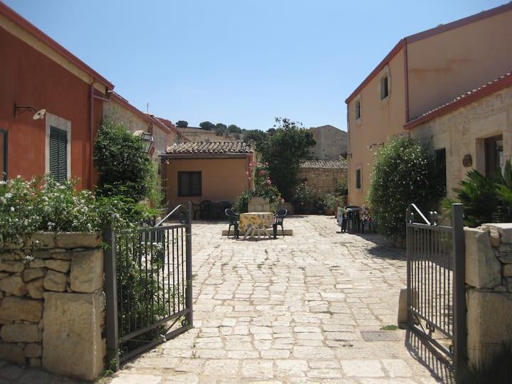 Fienile - Farm house con piscina e barbecue