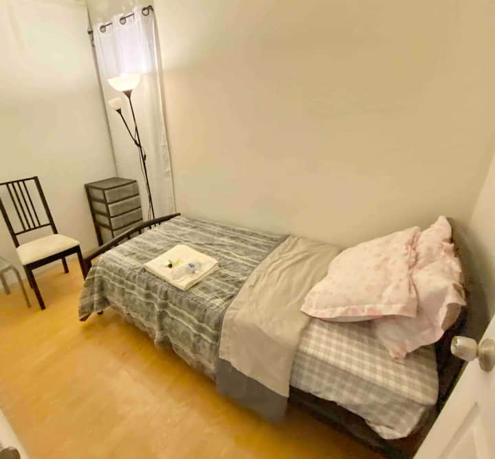 M1 - Comfy Room near 24 HR Fitness