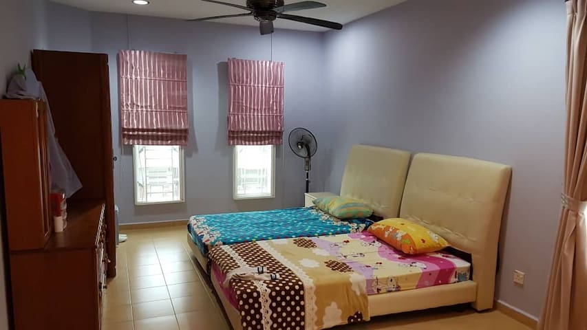 Room for rent RM1000/ month