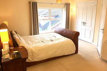 5 Minutes walk from Yarm Centre !!! - Yarm - Rumah