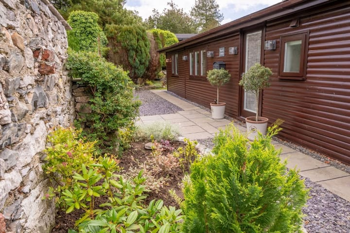 North Lodge - Family-friendly Lodge with garden, 10-minute walk to Cartmel Village