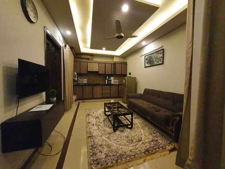 A Modern & Homely One-bed Apartment In Bahria Town