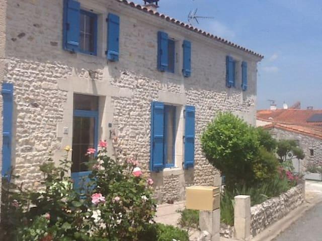 Jolie maison conviviale, au calme, proche de Royan
