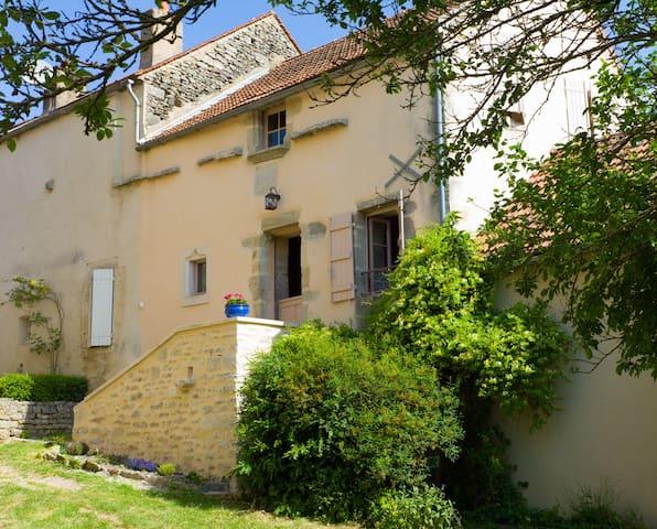 La Maison du vigneron à Flavigny - Flavigny-sur-Ozerain - Talo