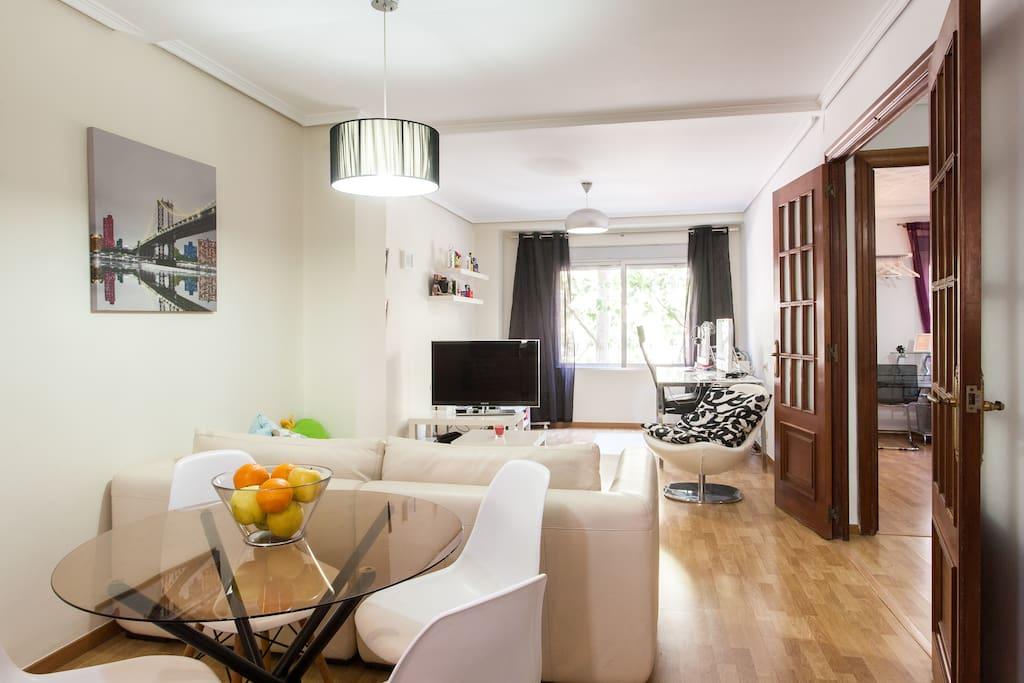 Piso 3 habitaciones para 5 wifi apartamentos en for Piso 5 habitaciones valencia