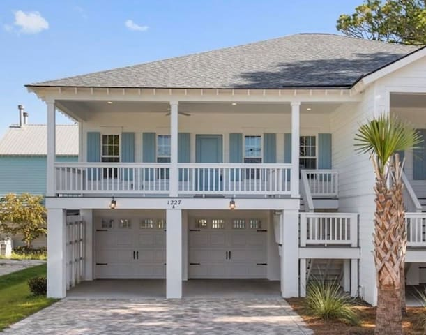 Tybee Townhome - steps from the quiet north beach!