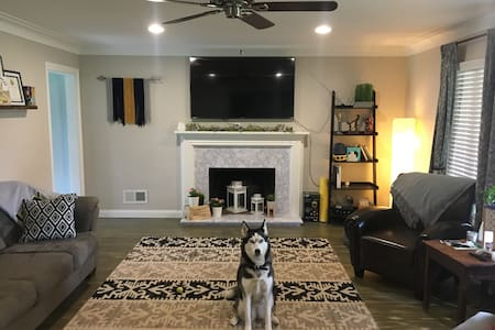 Guest room 2, Home near UT, Toledo Zoo &Downtown