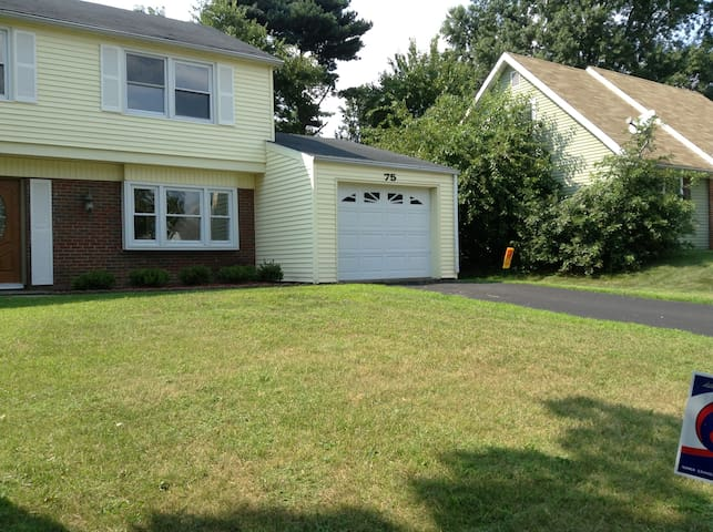 Rent RM(s) or entire house--quiet S. Jersey suburb - Willingboro - Casa