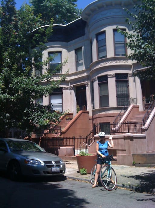 Spare Room in Beautiful Brownstone