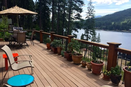 Beautiful Lake View Home - Sagle