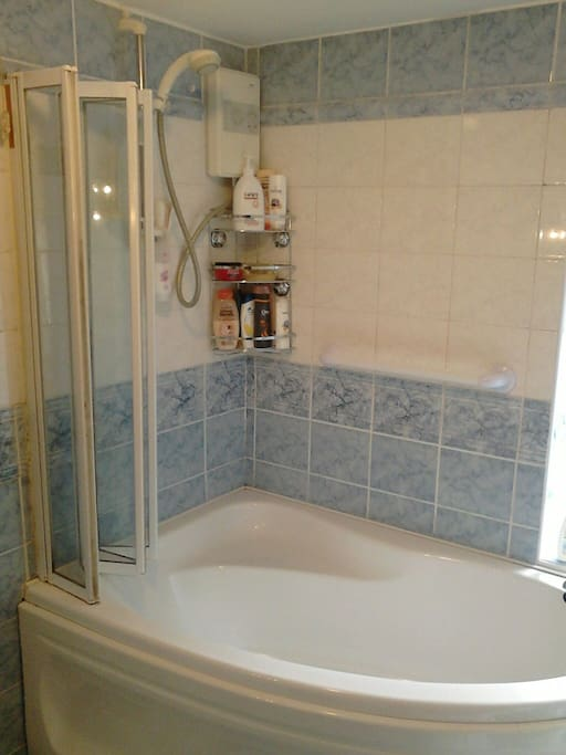 The bath with electric shower.