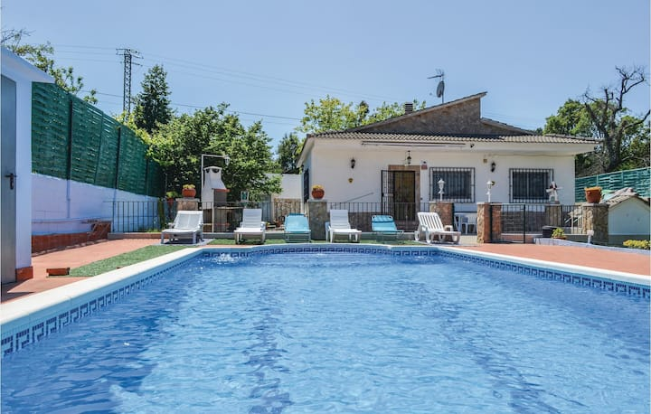 Amazing home in Lloret de Mar with Outdoor swimming pool, Outdoor swimming pool and 3 Bedrooms