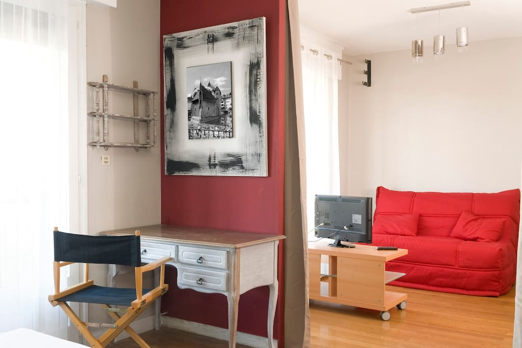 charmant 2 pi ces annecy centre appartements louer annecy rh ne alpes france. Black Bedroom Furniture Sets. Home Design Ideas
